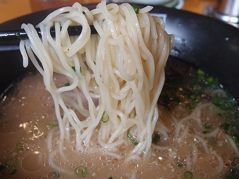assari_tonkotsu_men_120530_bakua.jpg